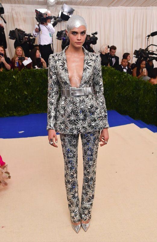 Cara Delevingne - Met Gala 2017, kostium Chanel
