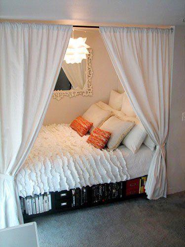 Uso de cortinas para conseguir mayor privacidad en la zona de descanso.