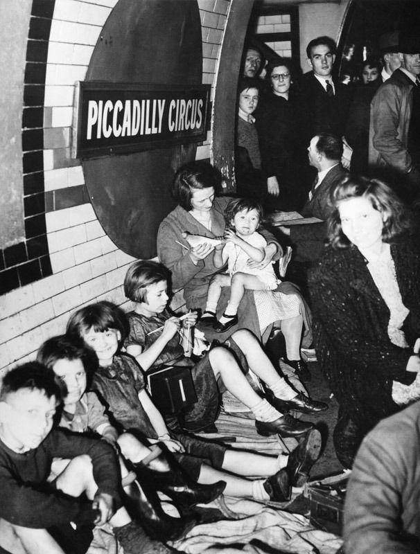 Metro de Londres usado como refugio antiaéreo