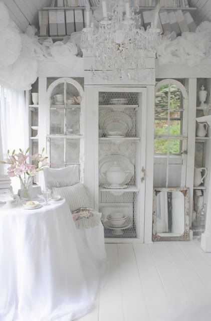breathtakingDining Room, Guest Cottages, China Cabinets, Shabby Chic Room, Cottages Looks, Chicken Wire, Gardens House, White Interiors, White Room