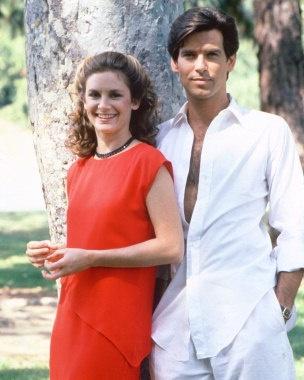 Laura Holt (Stephanie Zimbalist) & Remington Steele (Pierce Brosnan)    http://eu.movieposter.com/posters/archive/main/130/MPW-65294