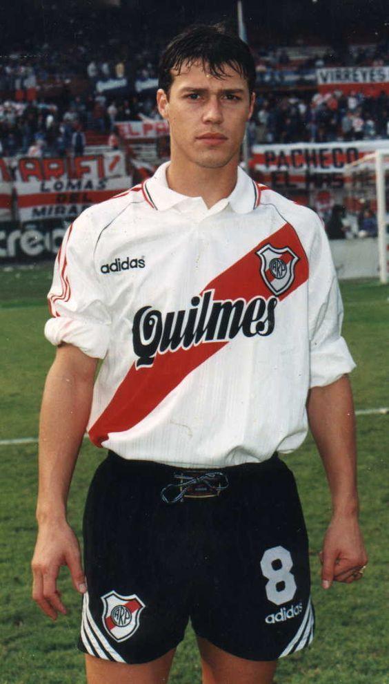 Matias Almeyda. Medalla de Plata con la Selección Argentina en los Juegos Olímpicos Atlanta 1996. Campeón con River Plate en Torneo Apertura 1993,Torneo Apertura 1994 y Copa Libertadores de América 1996.