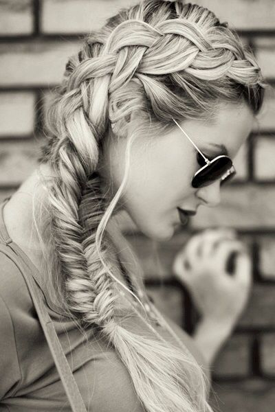 Love this hairstyle and the photo!