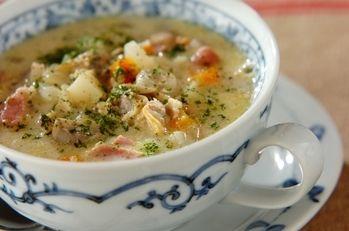 アサリのクラムチャウダー |体の温まる汁物は冬の夕食には必ず入れたいもの。具だくさんのクラムチャウダーで鉄分やビタミンも補給しましょう。