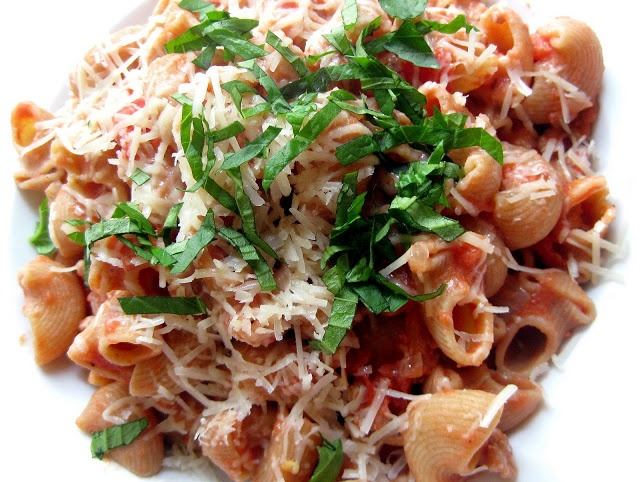hint of honey: Pasta with Sausage and Tomato Cream Sauce