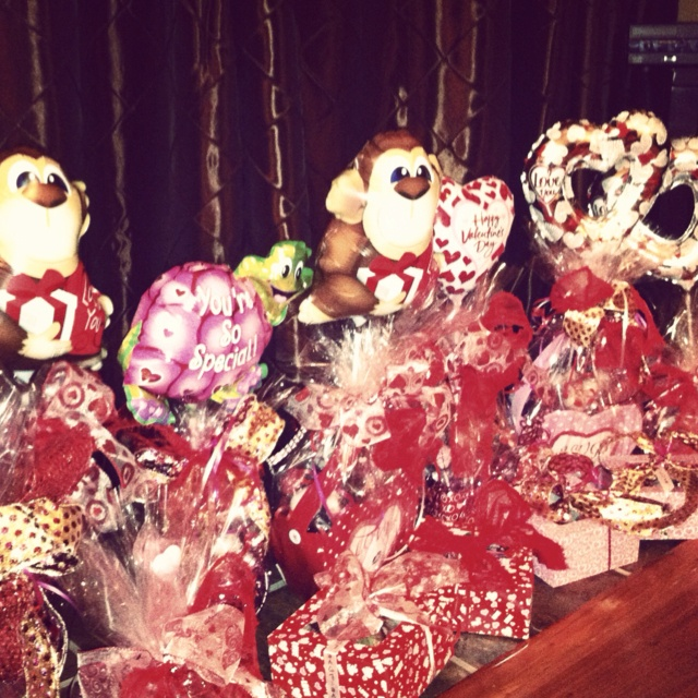 1000+ Images About Valentines Day Basket On Pinterest