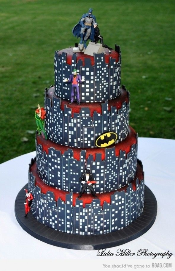 BATMAN WEDDING CAKE!!! Charlie...you must find a woman who will want this at your wedding someday!!!