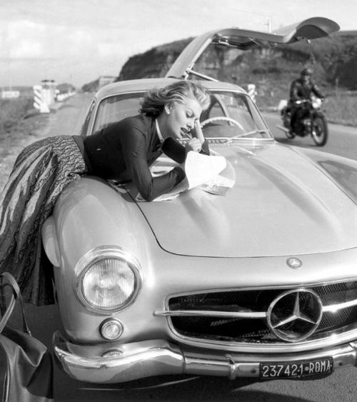 Sophia Loren needing some roadside assistance for her Mercedes (How did  we survive before SAT/NAV?)