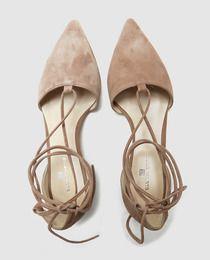 Zapatos planos de mujer de Gloria Ortiz de piel en color topo