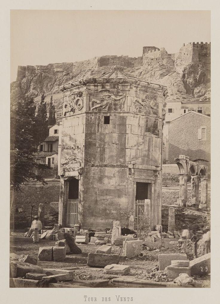 Athènes. Vue de l'Horologion d'Andronicos dans le quartier de                     Plaka © Musée Guimet, Paris, Distr. Rmn / Image Guimet