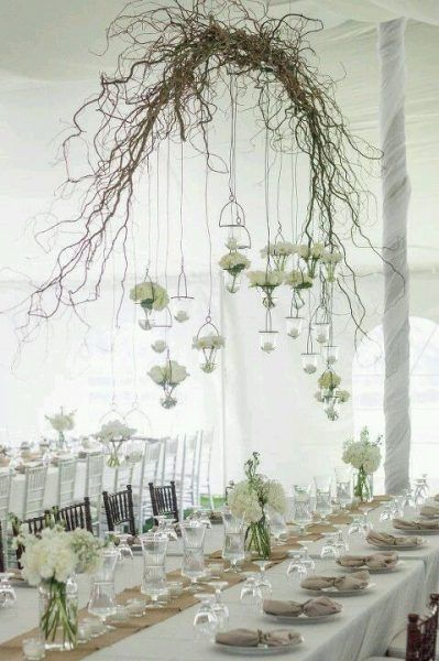 10 Absolutely Beautiful Hanging Floral Displays