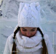 Гардероб Вязание спицами Комплект шапочка косами с ушками и снуд спицами «Волшебная снежинка» Бусины Ленты Пряжа
