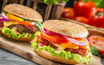 гамбургеры, доска, фаст фуд, сэндвичи