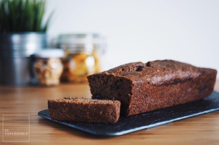 Este Bannana Bread (pan de plátano) sin gluten con quinoa, chocolate y canela está delicioso y deja un aroma que alimenta.