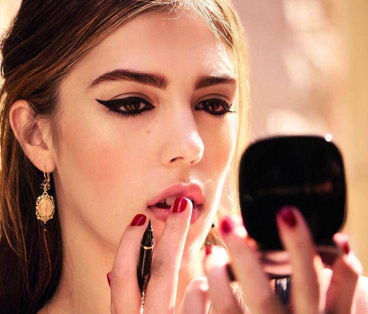 Подчеркни красоту глаз и бровей, как Систин Сталлоне, с новой коллекцией макияжа Emotioneyes от Dolce&Gabbana!