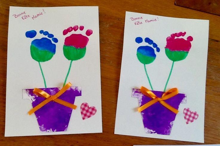 """Aujourd'hui, nous souhaitons une bonne fête a toutes les grands mères !!! Pour l'occasion, les ptits bouts ont réalisé des cartes pour leurs mamies... Tout d'abors T. a peint sa carte """"tablier"""" avec un rouleau...ensuite quelques gommettes et une jolie..."""