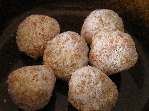 Yummy, easy-to-make apricot balls.