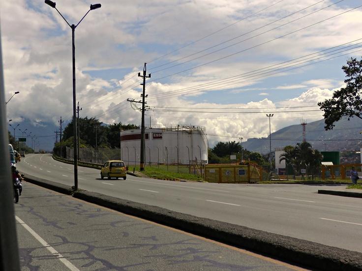 9:31 am (22 de abril de 2013) - Autopista Norte a la altura de la Terminal de Transporte Norte. Se observa poco flujo vehicular, a pesar de las gran cantidad de carros que circulan diariamente por esta importante autopista de la ciudad.
