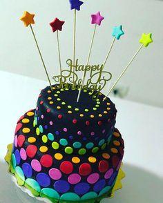 Happy Neon birthday! María Luisa con una decoración extra moderna!  3122862817  ☎️ 3087771   Holguines Trade Center Local 211a   #pasteleriacali #tortaspersonalizadascali #tortasinfantilescali #cakes #cake #tortascali