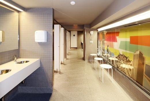 Showers Amistat Beach Hostel