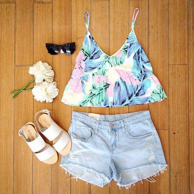 • N E W Y E A R O U T F I T• sorted, perfect for these balmy summer days our Malibu Crop from @roseandboy_boutique #isla #boutique #croptop #ootd