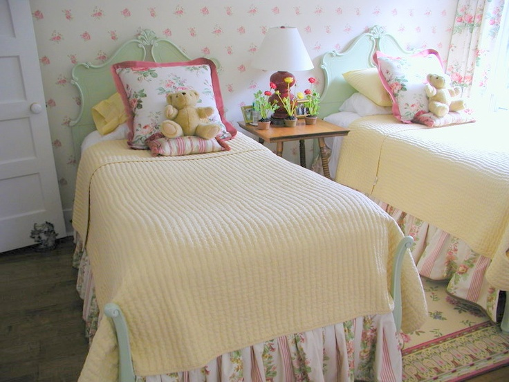 Betsy Speert S Blog Changing A Bed With Paint Cottage