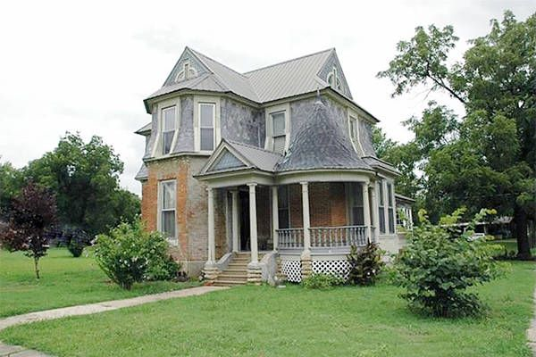 10 Beautiful Historic Houses for Sale for Under $100,000 - Affordable Real Estate - Country Living Chetopa, Kansas $59,000   built in 1870