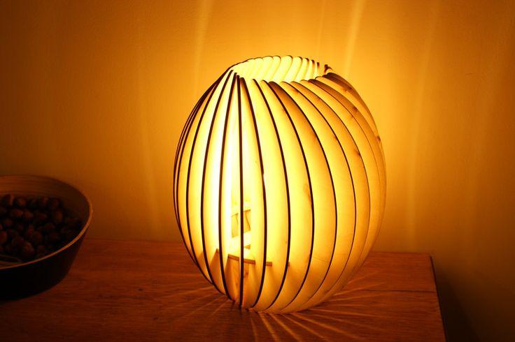 Lampa stojąca drewniana w Lenore na DaWanda.com