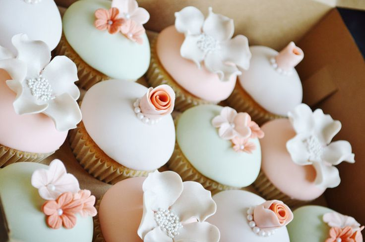 Dome Cupcakes Fondant | Pale green and peach fondant dome cupcakes