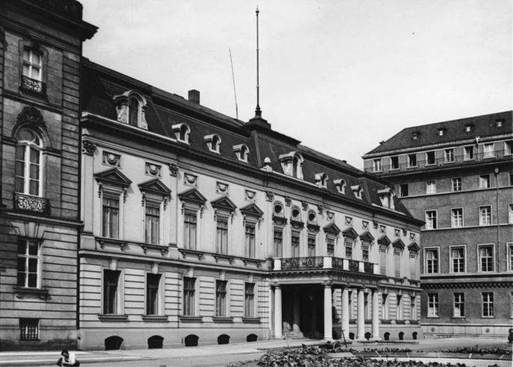 Französische Botschaft, Pariser Platz, Berlin, 1937 http://www.stadtbild-deutschland.org/forum/index.php?thread/577-pariser-platz/