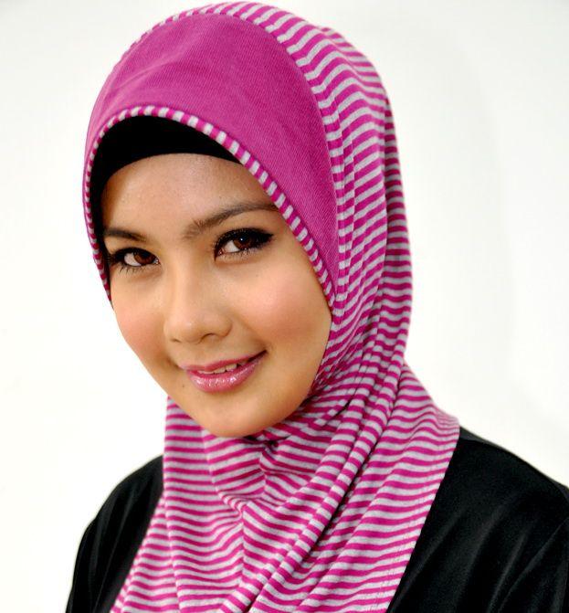 hijab, manis (sweet)