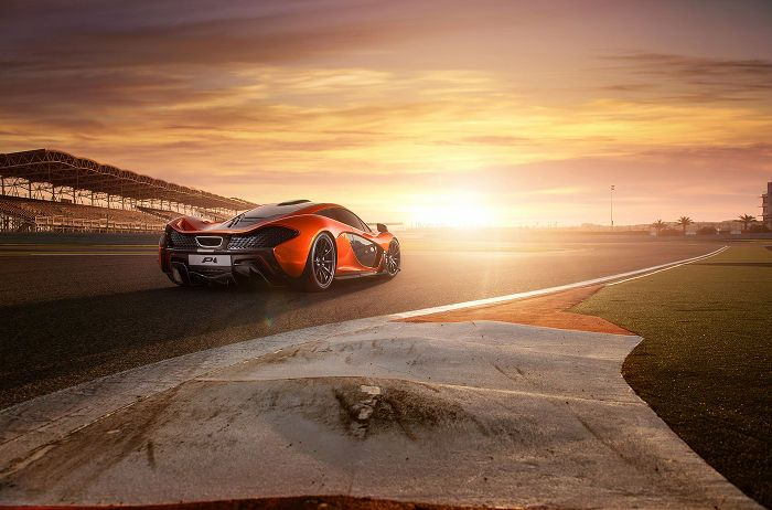 Photos: McLaren P1 plays supermodel in Bahrain Desert