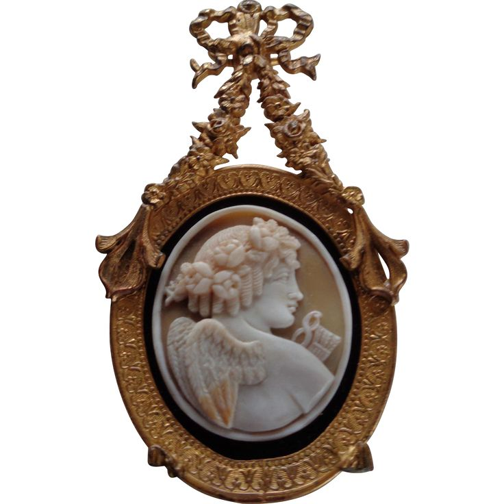 Here is an exquisite cameo portrait in a picture frame from the Art Nouveau/Deco period 1910. The cameo is made from a sardonyx stone and is a