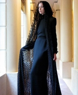 Love the lace jacket over top of the abaya