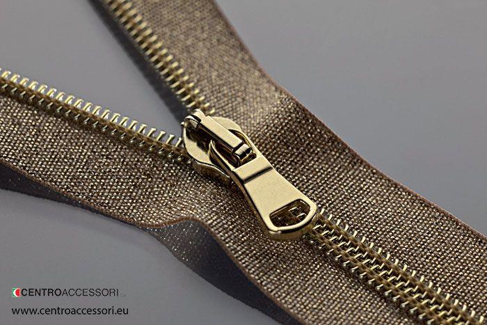Chiusure Lampo sintetiche a spirale cucita. RT 10 Lurex Oro. Synthetic zippers spiral sewn in gold lurex. #CentroAccessori