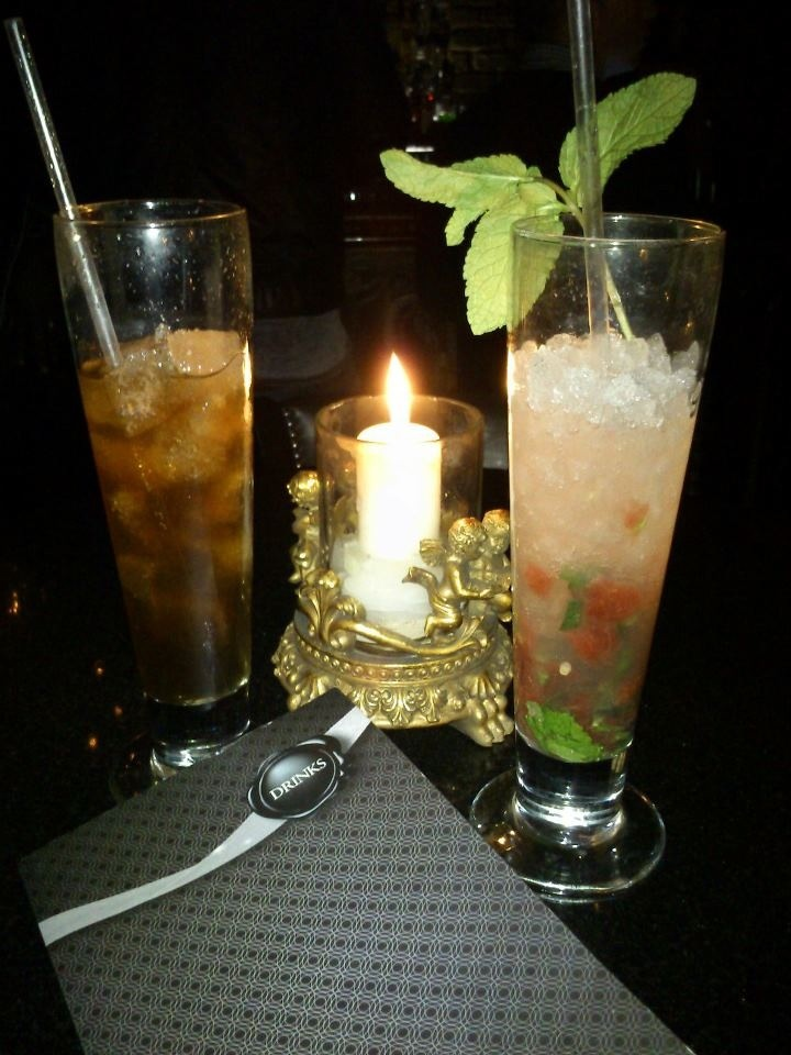 Finally in London! Tonight we enjoy a drink at Piccadilly Circus! http://thecatandthecloset.com