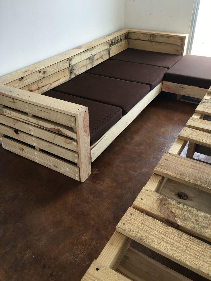 Sill n de tarimas mueble rustico en 2019 muebles for Reciclado de palets sillones