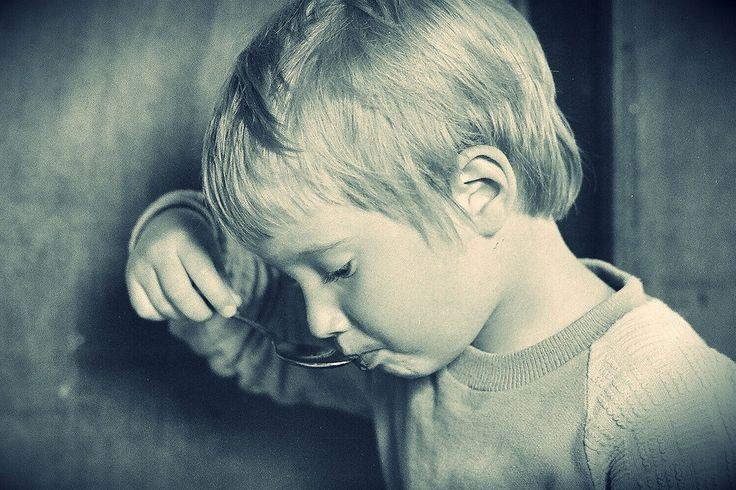 Dlaczego zmuszasz dziecko do pożerania wszystkiego, co TOBIE odpowiada?!