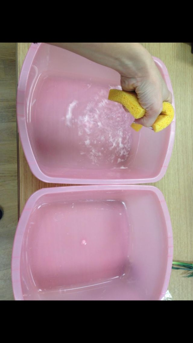 Displace water from one container to another using a sponge. Great hand strengthening. Repinned by SOS Inc. Resources http://pinterest.com/sostherapy.