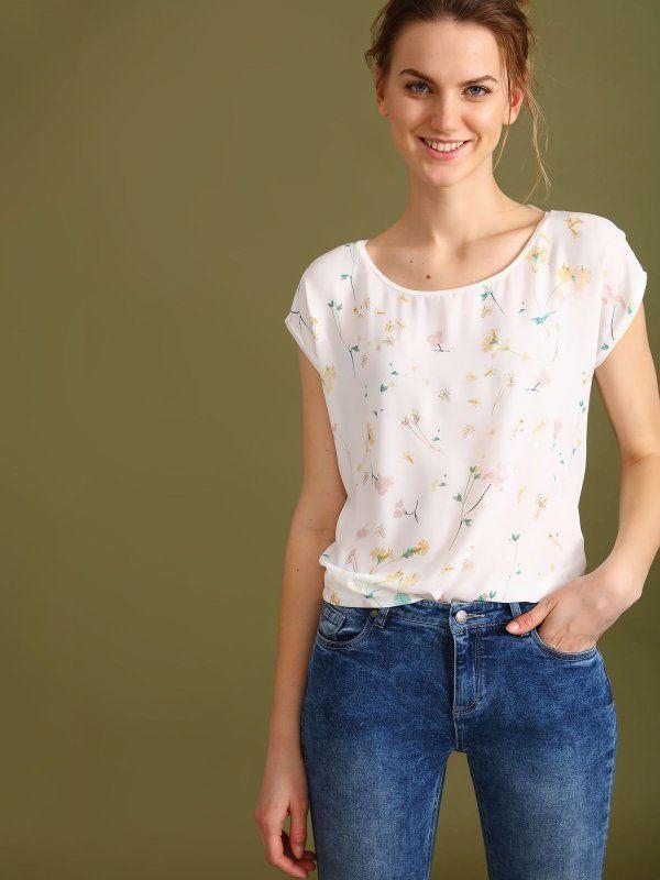 W2017 T-shirt damski biały  - t-shirt krótki rękaw - TOP SECRET. SPO3071 Świetna jakość, rewelacyjna cena, modny krój. Idealnie podkreśli atuty Twojej figury. Obejrzyj też inne t-shirty tej marki.