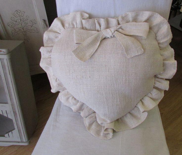 COUSSIN CHANVRE COEUR/VOLANTS made in france : Textiles et tapis par chantal-poucel