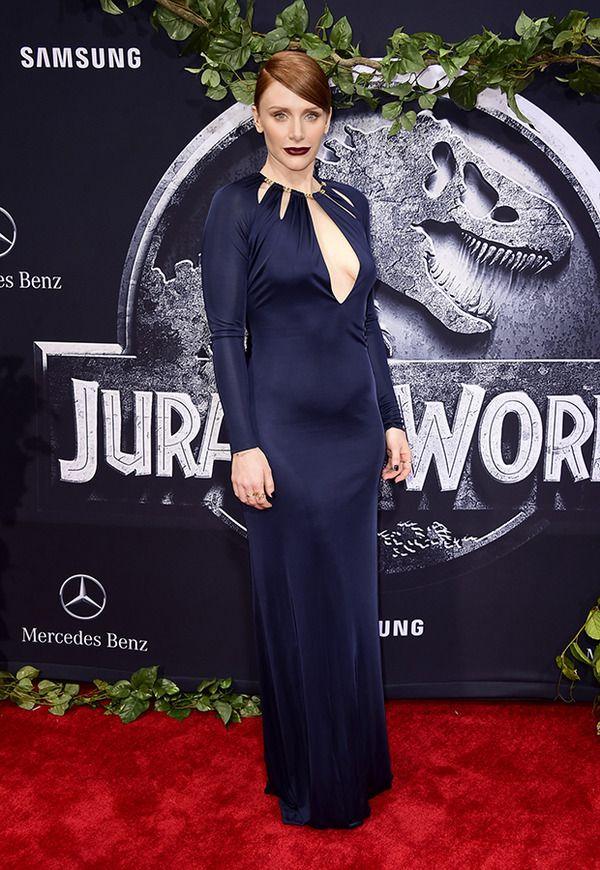 『ジュラシックワールド』LAプレミアにはネイビーのセクシーなドレスで登場❤︎ブライス・ダラス・ハワード❤︎
