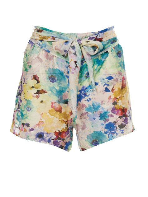 Blossom Shorts pattern... i have a fabric i think would look awesome with these!...