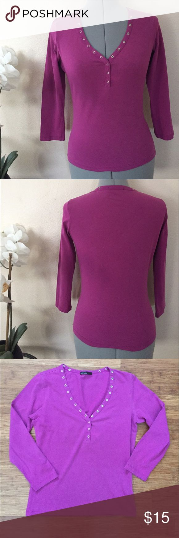 Jack & Jill blouse Doesn't say size, wears small. Excellent condition. No stains, holes or flaws. Ships within 24 hours of purchase. Expect the receive item with 2-4 days. Use bundle button to get 20% off bundles of 3 or more from my closet! jack & Jill Tops Blouses