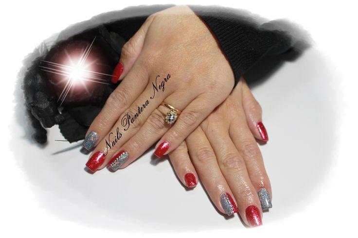 Unhas em Gel com cor Nova vermelho/glitter com nail art graphite e pedras brilhantes!