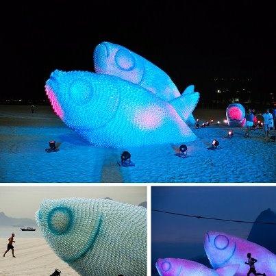 escultura botellas plásticas- praia de Botafogo-Rio de Janeiro