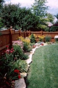 nice 60 Stunning Fence Ideas for Back Yard and Front Yard https://wartaku.net/2017/07/18/60-stunning-fence-ideas-back-yard-front-yard/
