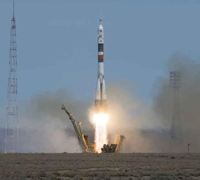 Due nuovi astronauti hanno raggiunto la Stazione Spaziale Internazionale completando l'equipaggio della Expedition 51 Nella mattina italiana la navicella spaziale Soyuz MS-04 è partita dal cosmodromo di Baikonur, in Kazakistan, e dopo poco più di sei ore ha raggiunto la Stazione Spaziale Internazionale. #expedition51 #nasa #roscosmos