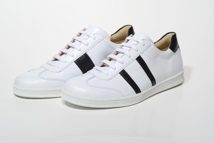 G&T bőr sportcipő Fehér - Fekete nappa a klasszikus alap a mindennapi viselethez. A cipőnk nappa bőr felsőrészhez olasz gumitalppal jár a kényelmes járásért
