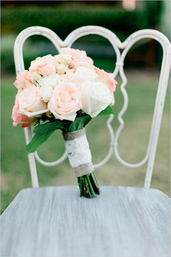 blush and peach wedding bouquet @weddingchicks